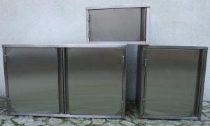 Półki, skrytki i szafki ścienne ze stali nierdzewnej